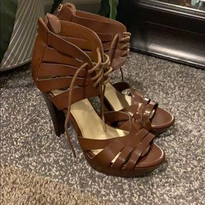 G by Guess brown Heels size 6